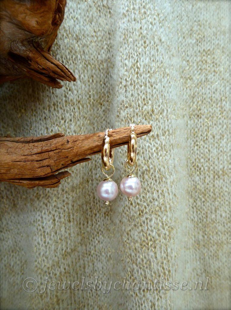 Gouden Creolen met Pink Parels