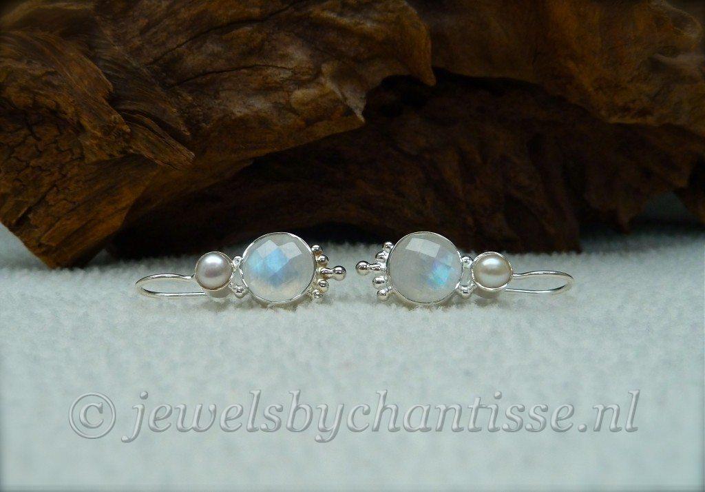 Zilveren Oorbellen met Maansteen en Parels