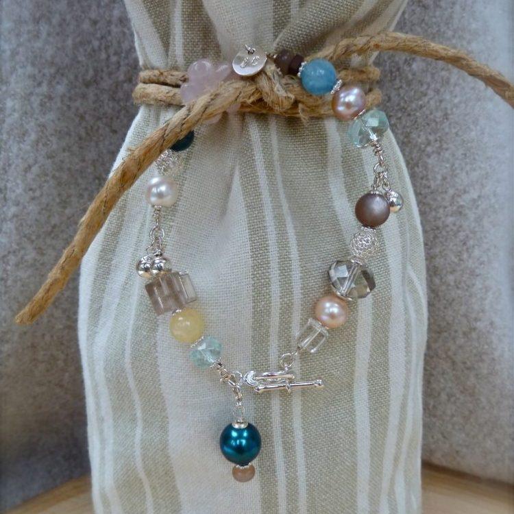 Zilveren Armband met Parels en Edelstenen